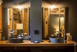 Argentière Location Chalet Luxe Calderite Chambre4 Vasques