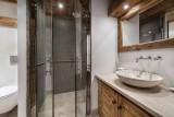 Courchevel 1550 Luxury Rental Chalet Niobite Bathroom 2