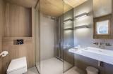 Courchevel 1550 Luxury Rental Chalet Niubite Bathroom 3