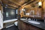 Courchevel 1550 Luxury Rental Chalet Niuréole Bathroom