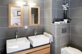 Courchevel 1650 Luxury Rental Appartment Ammonite Bathroom 2