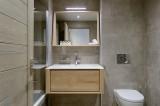 Courchevel 1650 Luxury Rental Appartment Apatite Bathroom