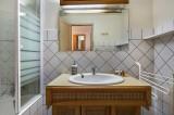 Courchevel 1850 Luxury Rental Appartment Cetonite Bathroom