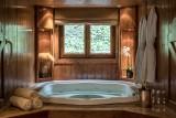 Courchevel 1850 Luxury Rental Chalet Nilia Jacuzzi
