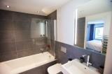 silver-room-bathroom-2-8013
