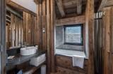 Val d'Isère Luxury Rental Appartment Aramias Bathroom 2
