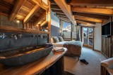 Val D'Isère Luxury Rental Chalet Umbate Ensuite Bedroom