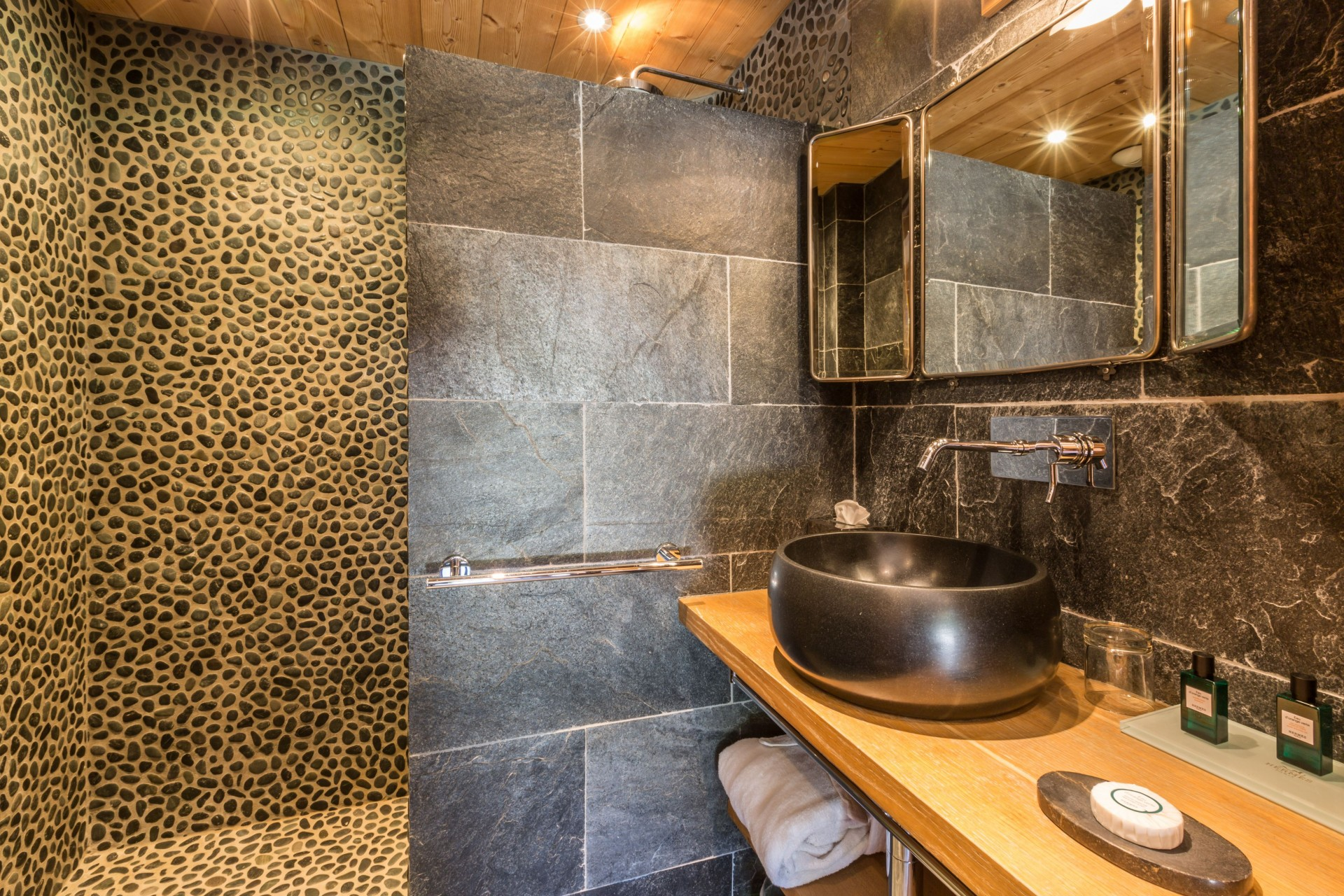 Argentière Location Chalet Luxe Calderite Chambre1 Sdb