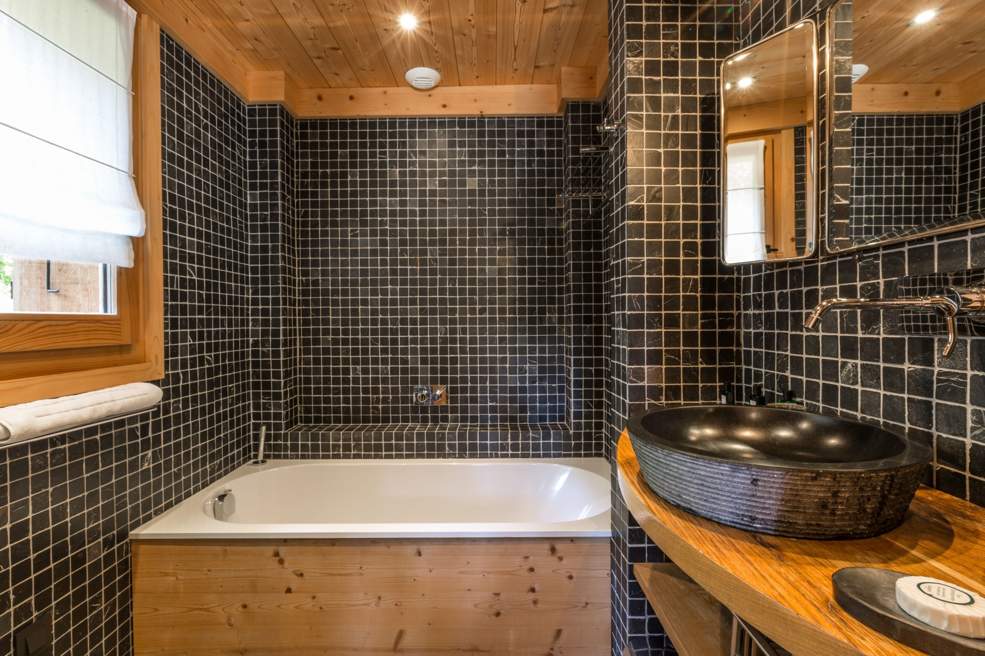 Argentière Location Chalet Luxe Calderite Chambre2 Sdb