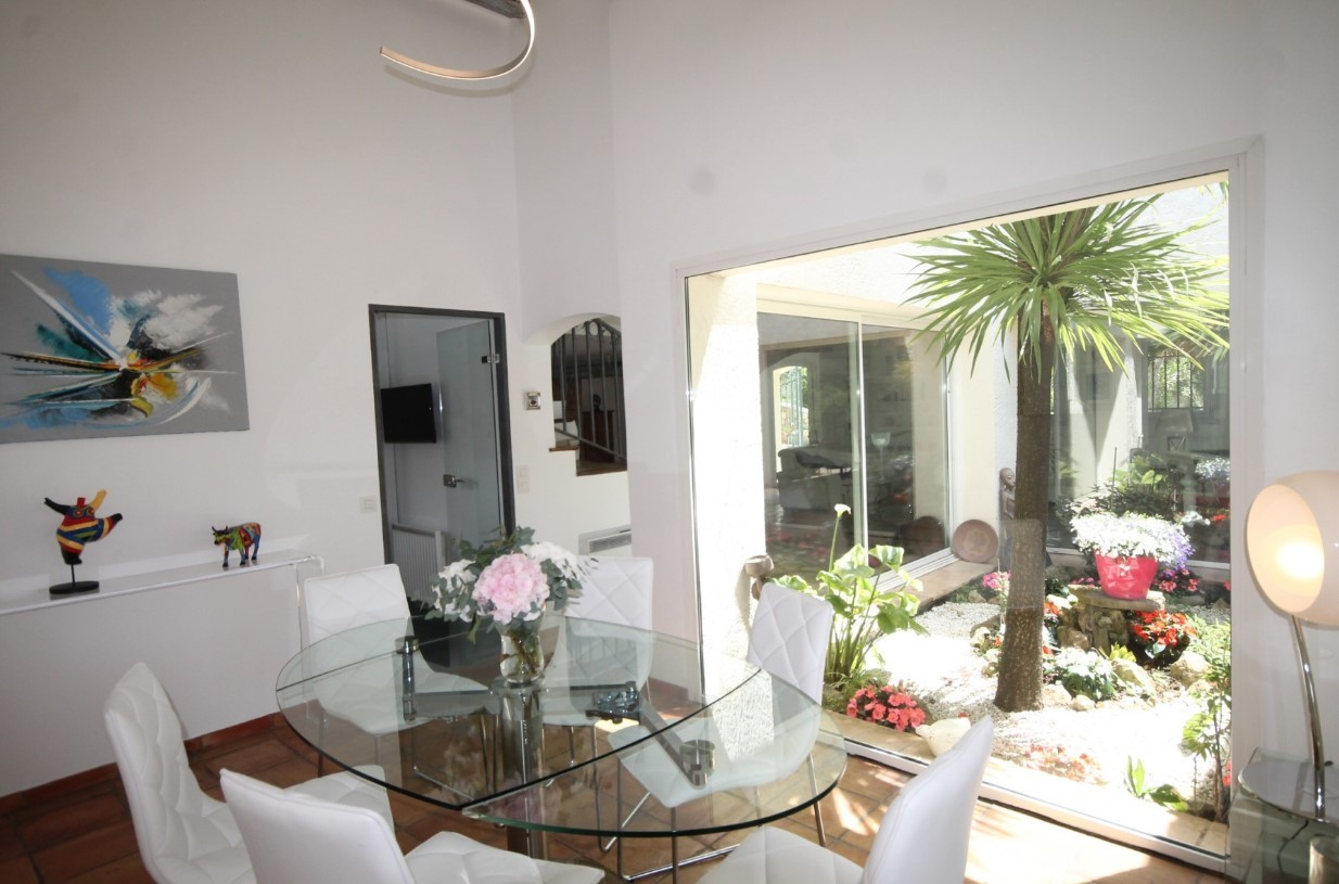 Cannes Luxury Rental Villa Calendula Dining Room