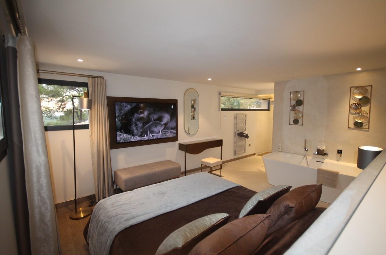 Cannes Luxury Rental Villa Cavanzite Bedroom 2