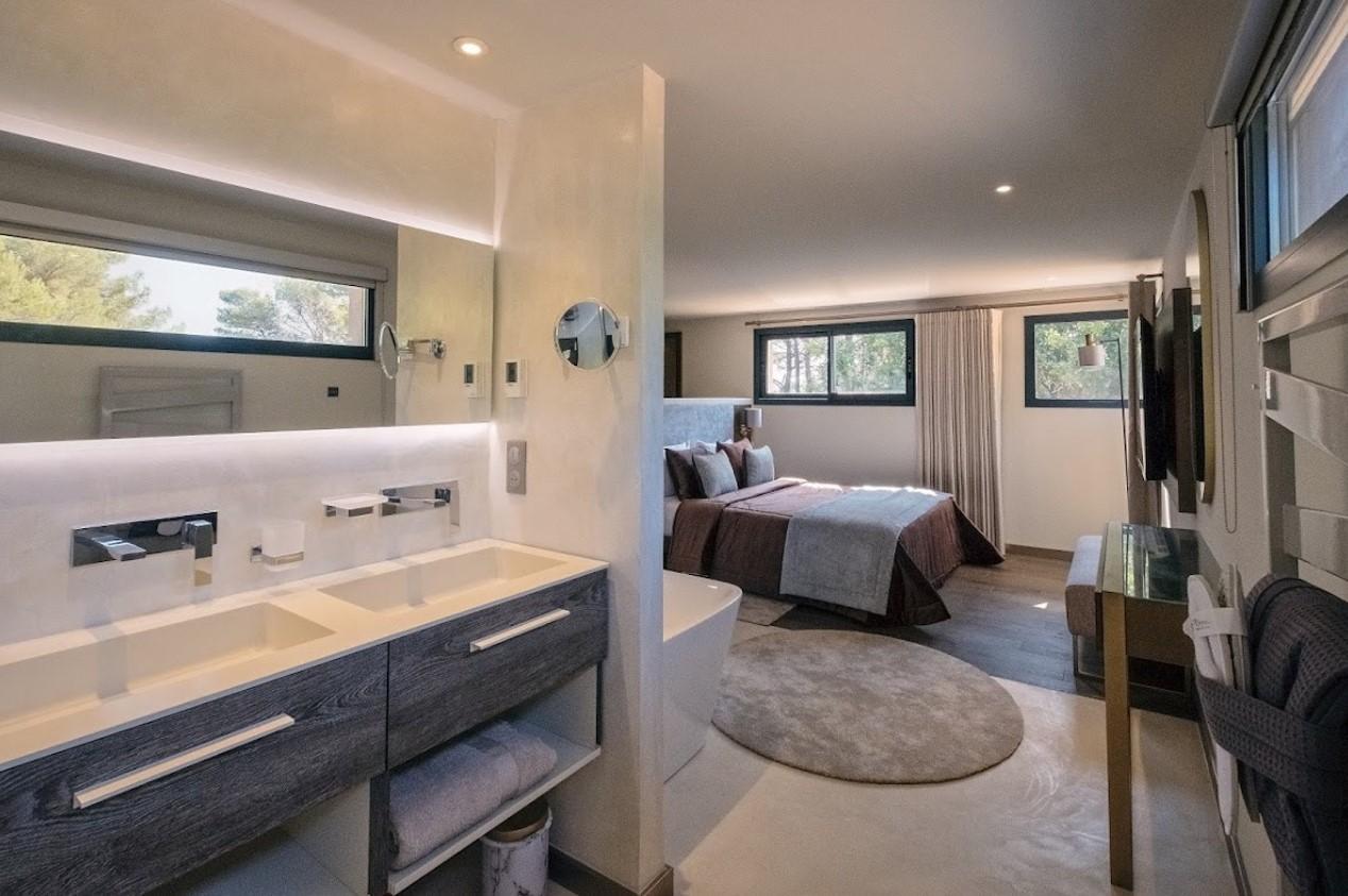 Cannes Luxury Rental Villa Cavanzite Ensuite Bedroom
