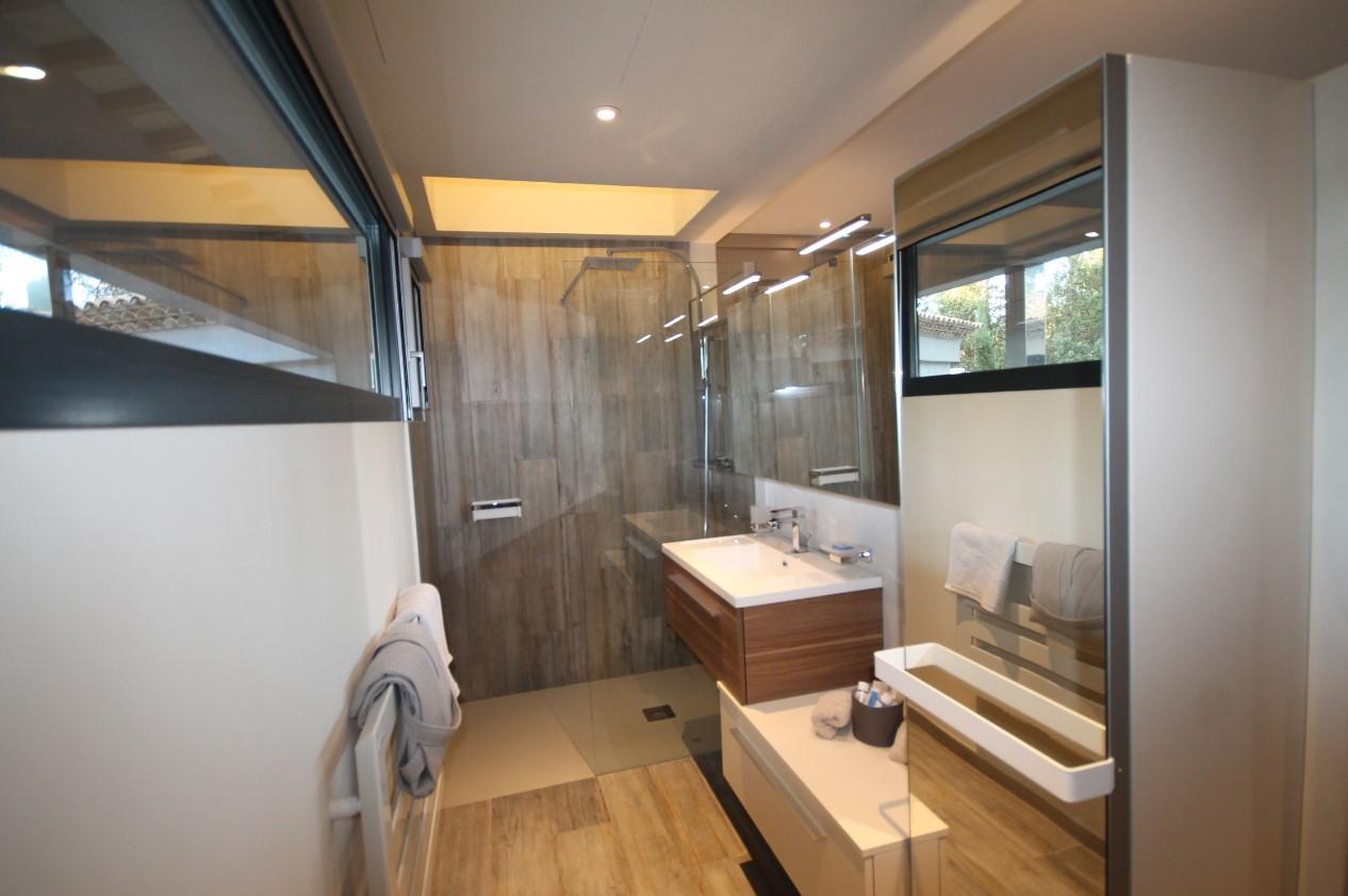 Cannes Luxury Rental Villa Cavanzite Bathroom 3