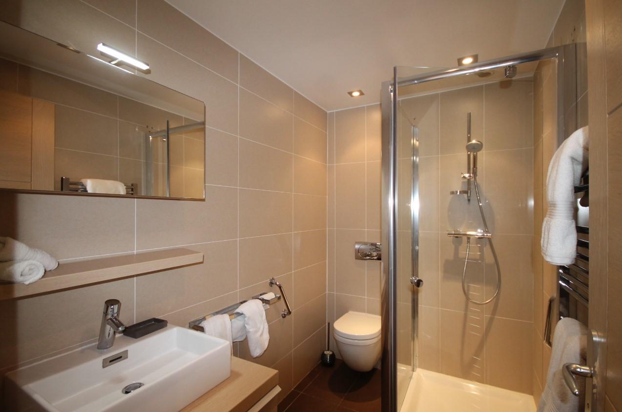 Cannes Luxury Rental Villa Coquelourde Shower Room 5