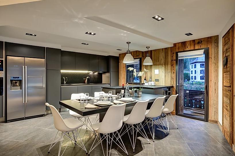 Chamonix Luxury Rental Appartment Courise Dining Room 3