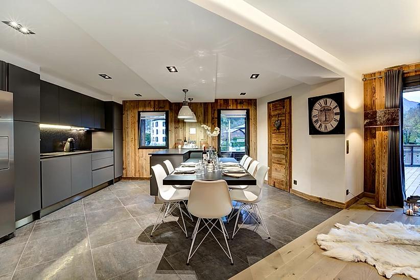 Chamonix Luxury Rental Appartment Courise Dining Room