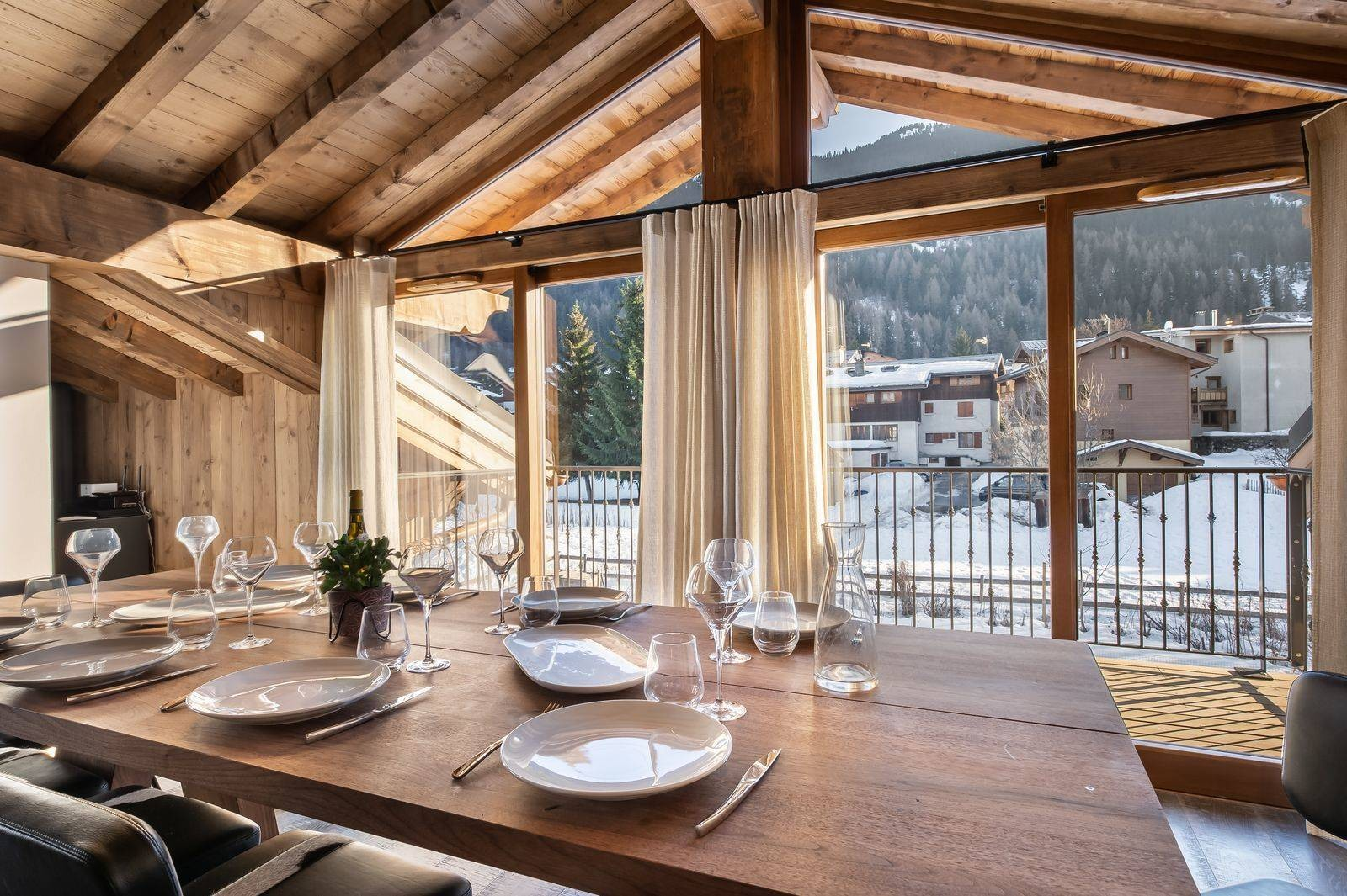 Courchevel 1300 Luxury Rental Appartment Tilanche Dining Area 4