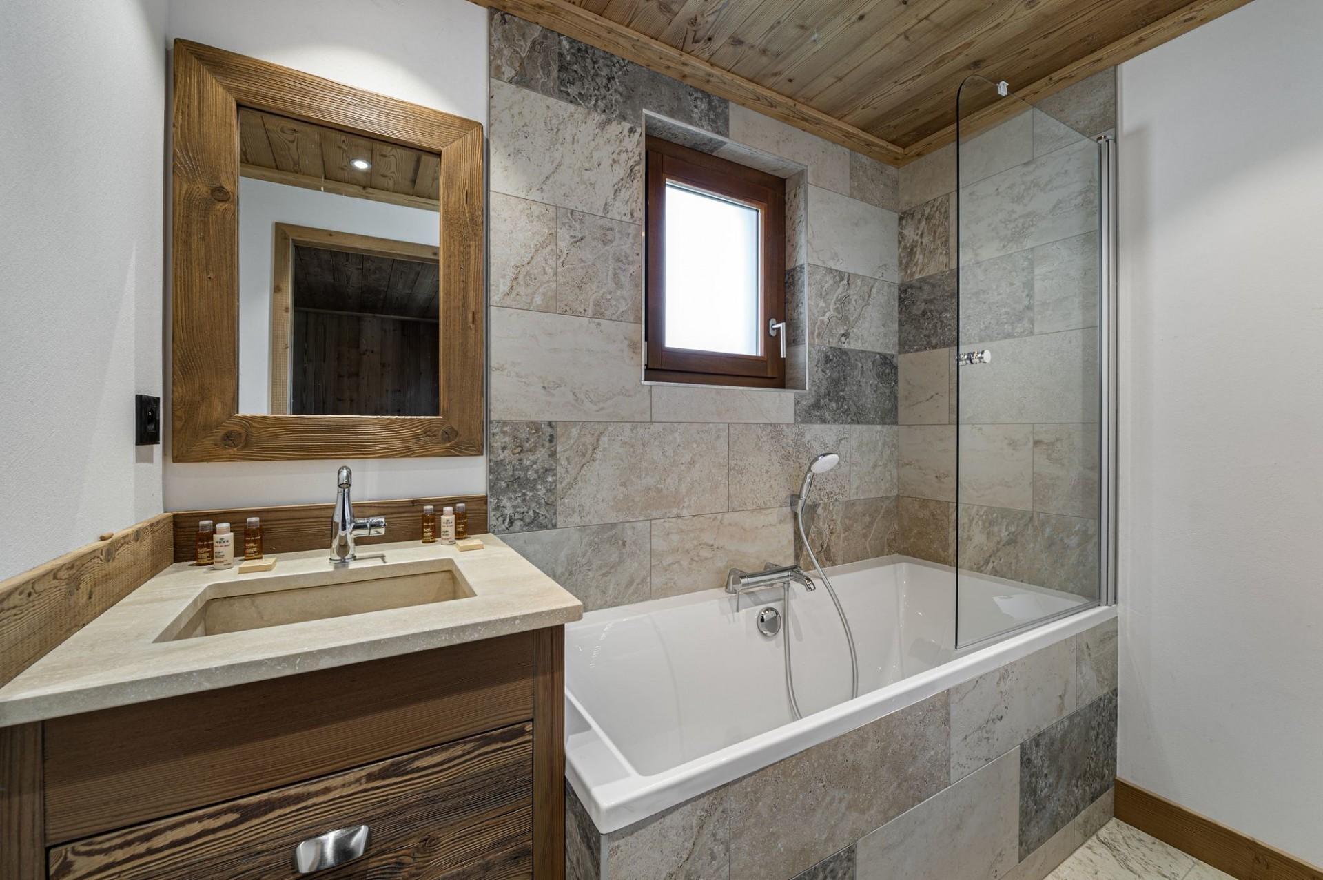 Courchevel 1300 Luxury Rental Appartment Tilite Bathroom 2