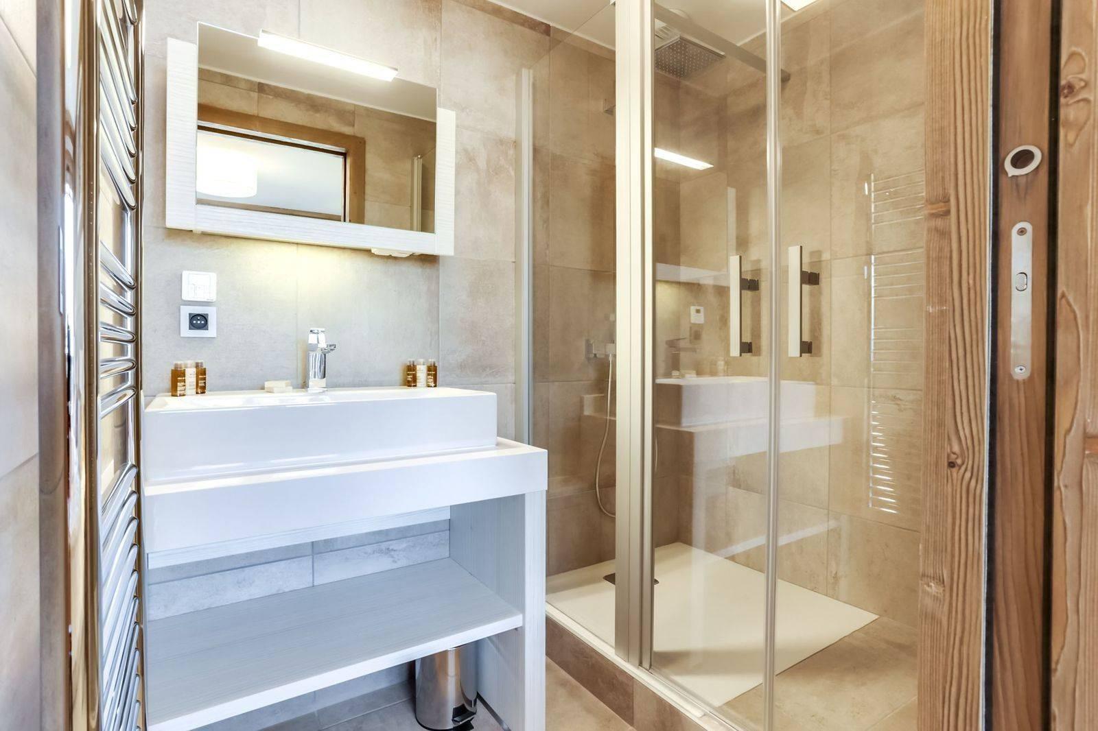 Courchevel 1550 Luxury Rental Appartment Telikia Bathroom 2