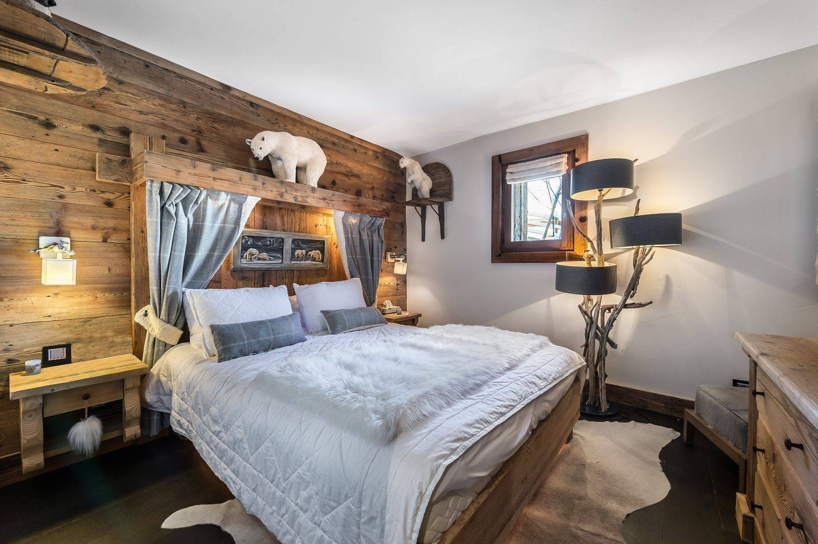 Courchevel 1550 Luxury Rental Chalet Niobite Bedroom 2