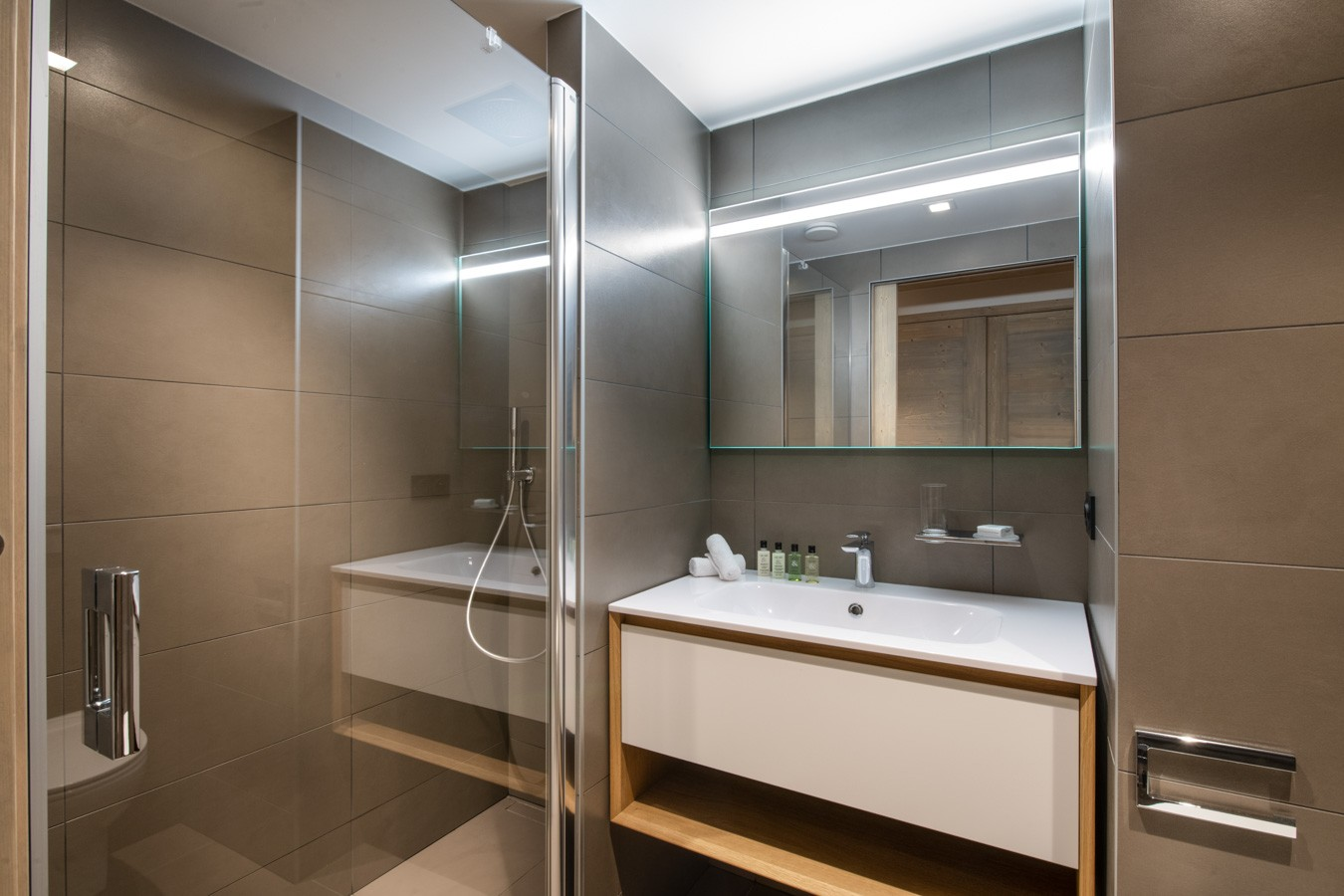Courchevel 1650 Luxury Rental Appartment Auralite Bathroom 2