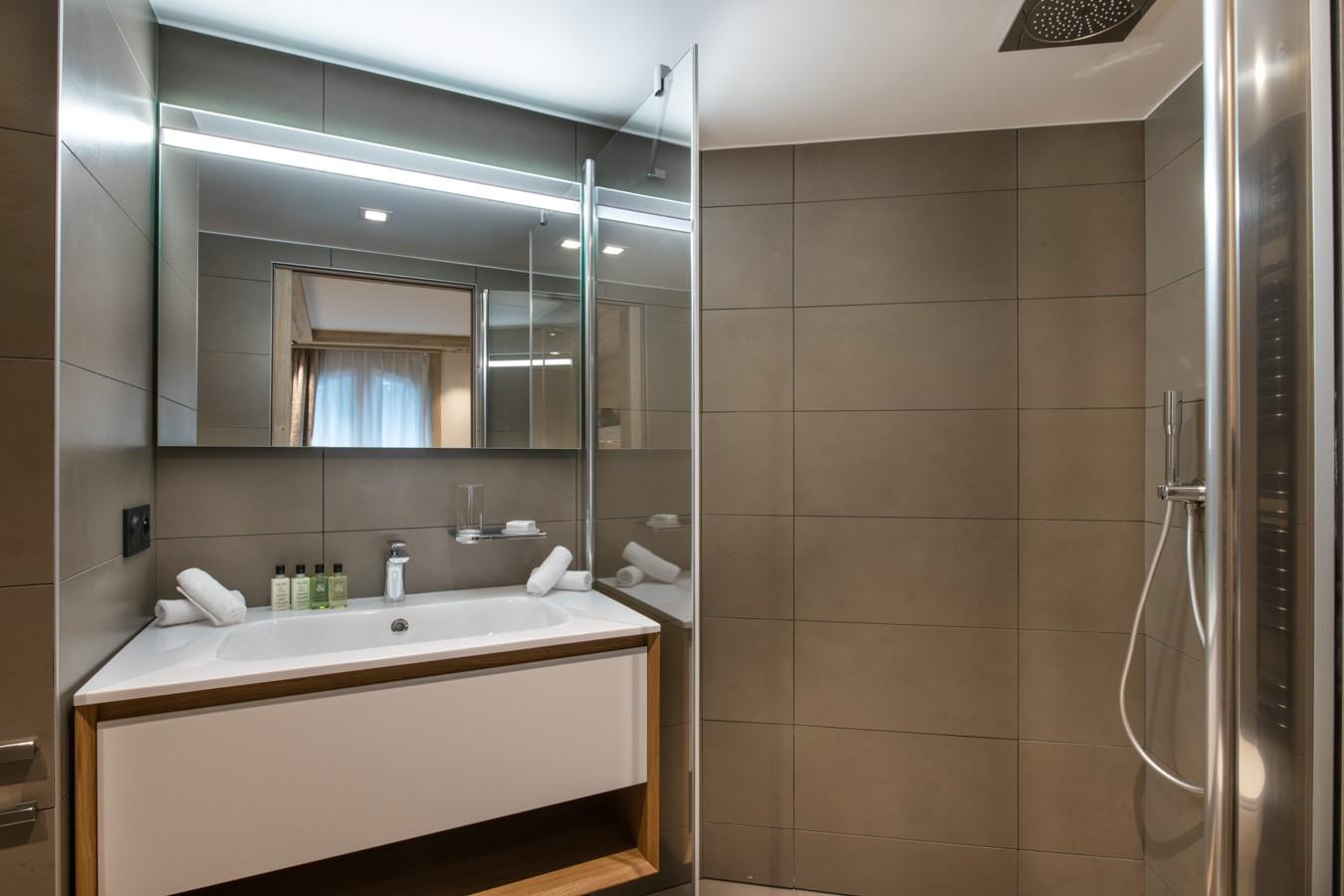 Courchevel 1650 Luxury Rental Appartment Auralite Bathroom