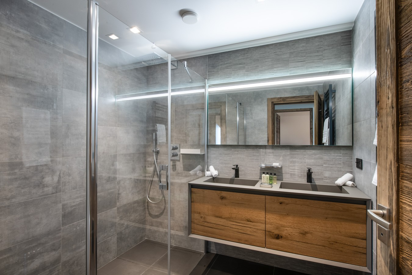 Courchevel 1650 Luxury Rental Appartment Aurylite Bathroom 2