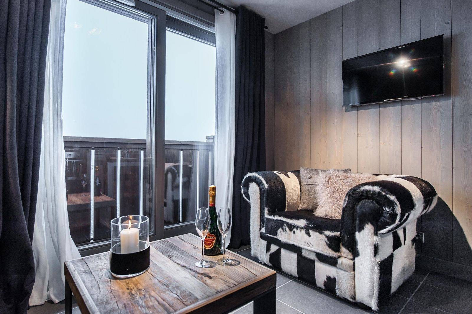 Courchevel 1650 Luxury Rental Appartment Dracali Living Room 3
