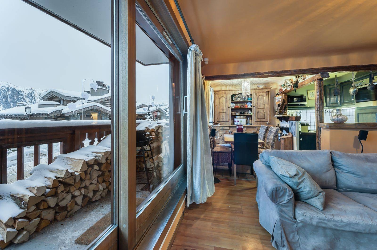 Courchevel 1850 Luxury Rental Appartment Calomel Living Room