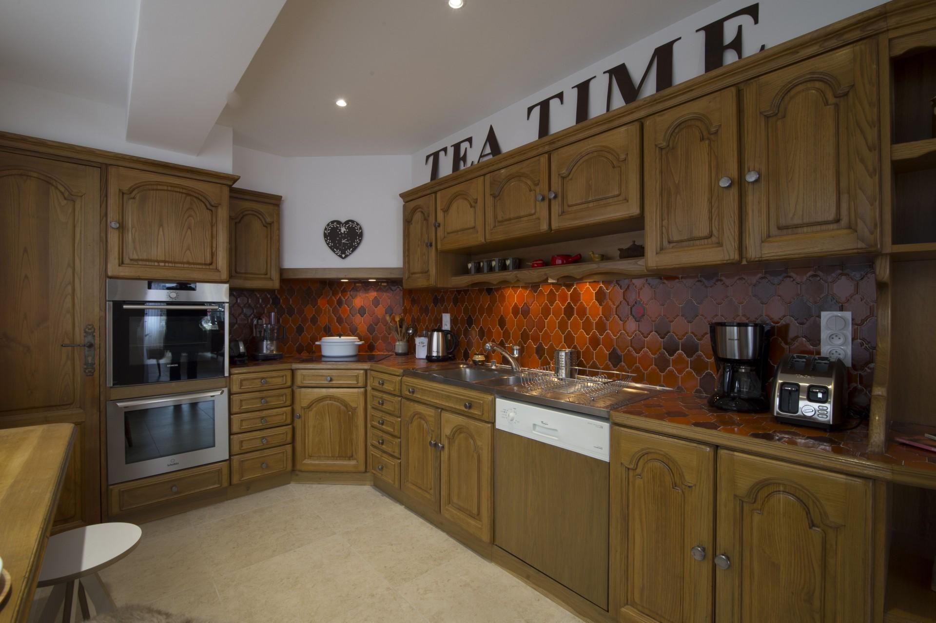 Courchevel 1850 Luxury Rental Appartment Taramite Kitchen 2