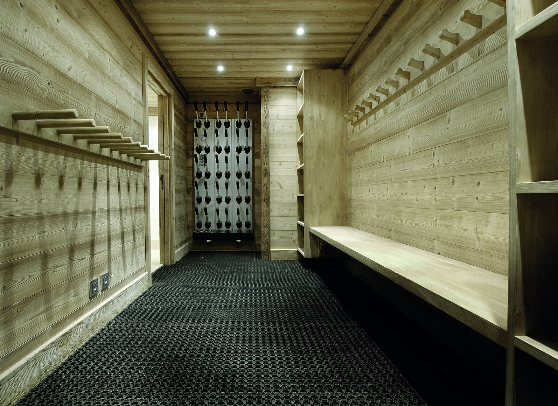 Courchevel 1850 Luxury Rental Chalet Bepalite Ski Room