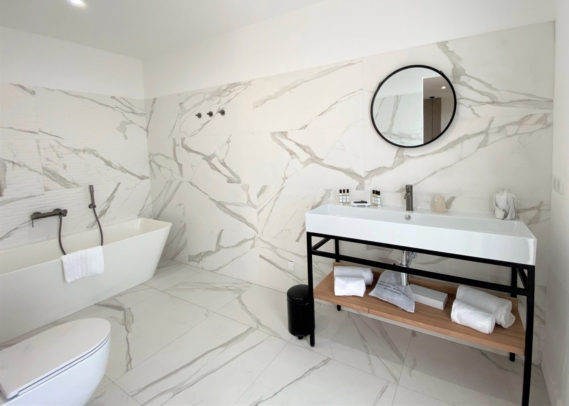Ile Rousse Luxury Rental Villa Iris Violet Bathroom