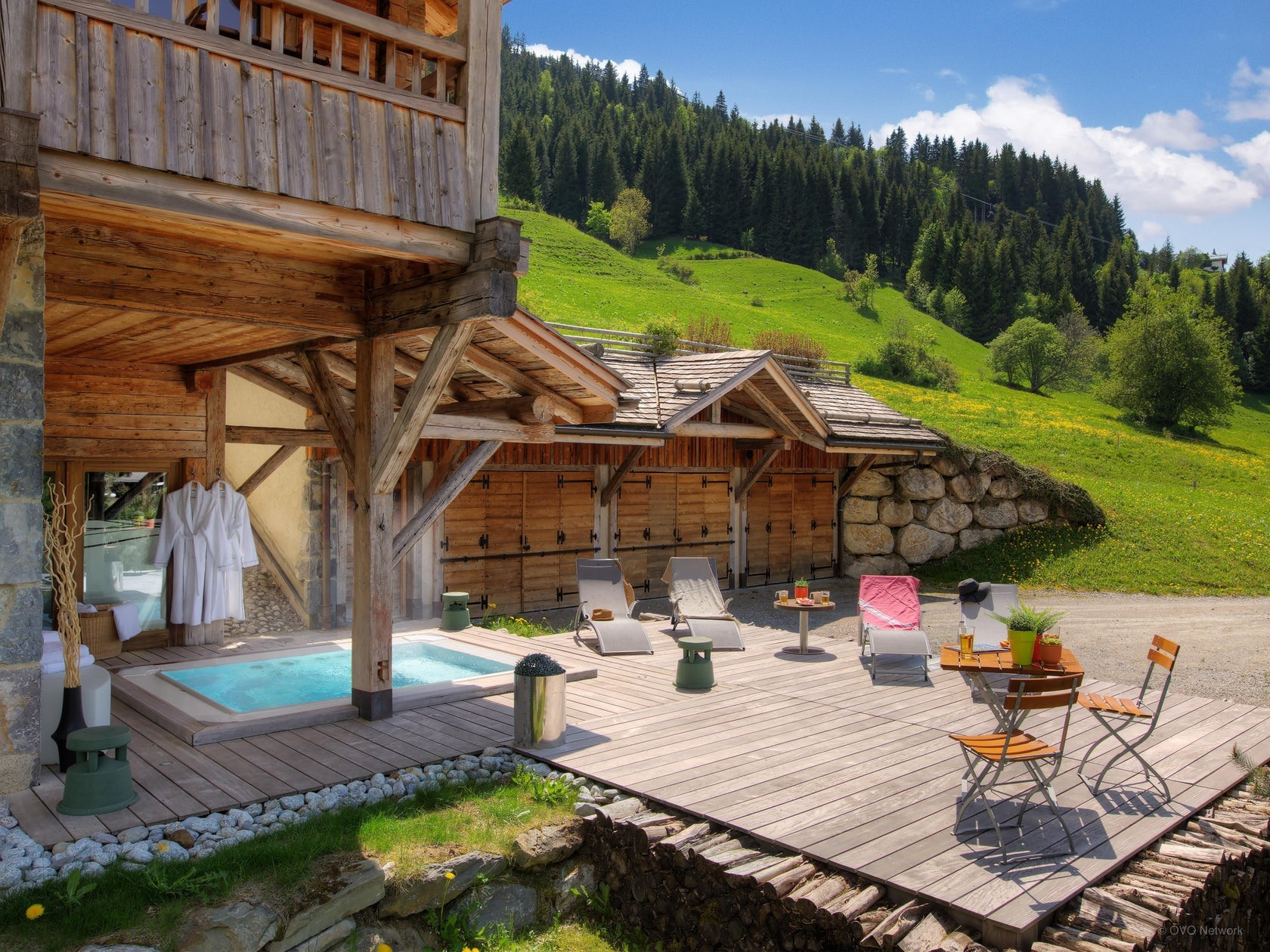 La Clusaz Location Chalet Luxe Lawsonite Jacuzzi Exterieur