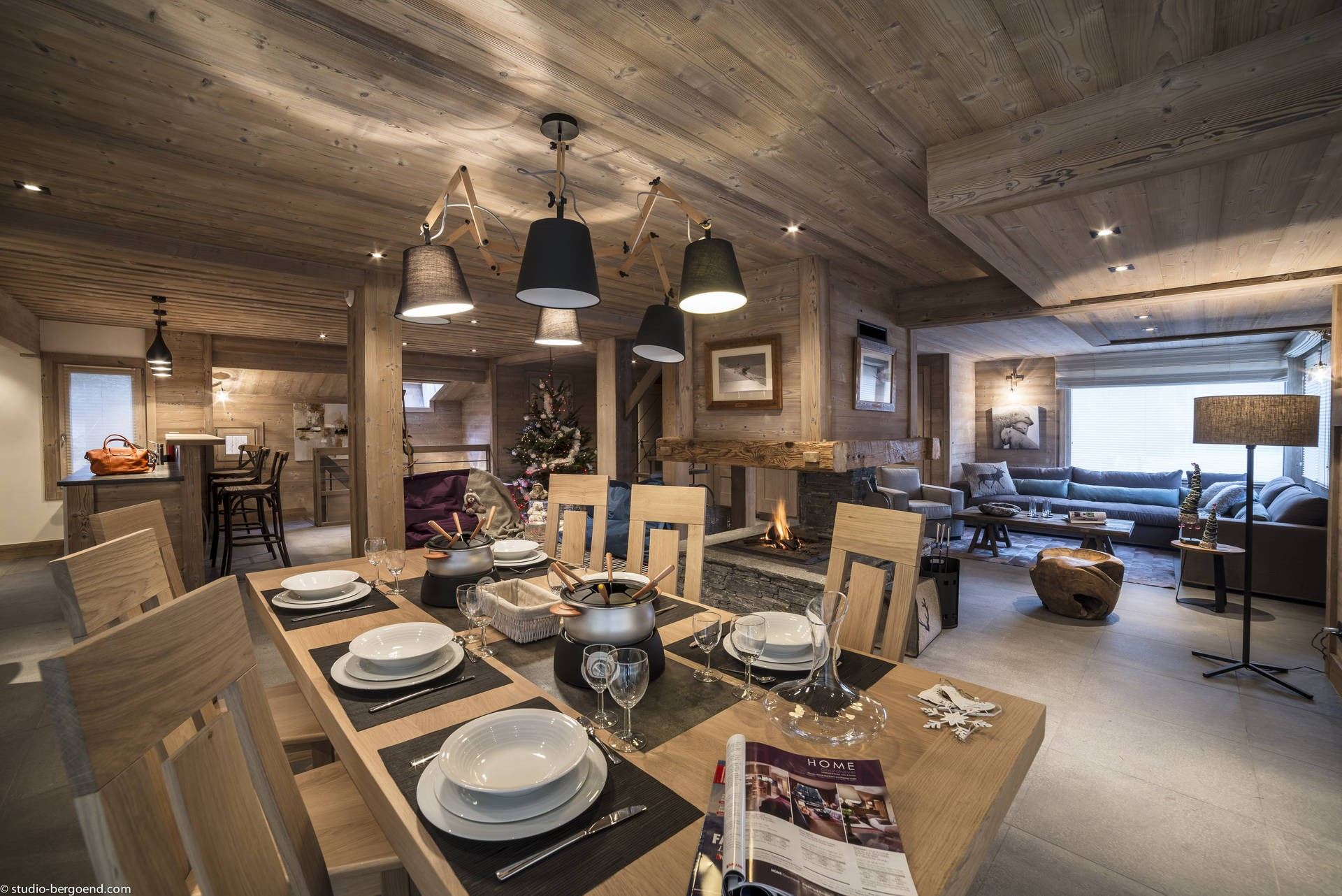 La Tania Location Chalet Luxe Counite Table A Manger