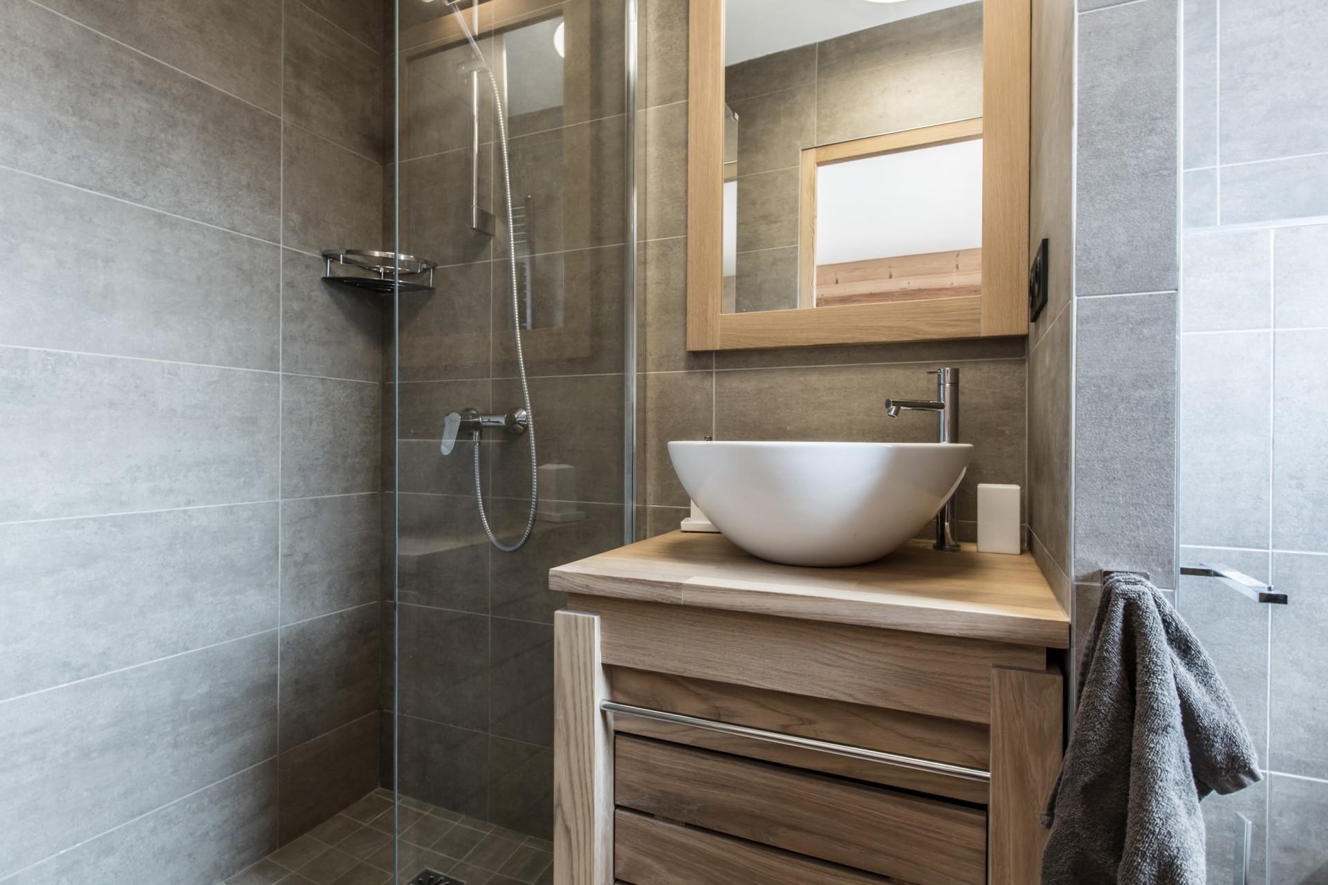 Les Gets Luxury Rental Chalet Ancalie Bathroom