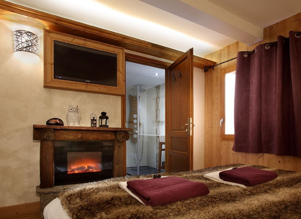 Les Menuires Luxury Rental Chalet Lanigrette Bedroom 8