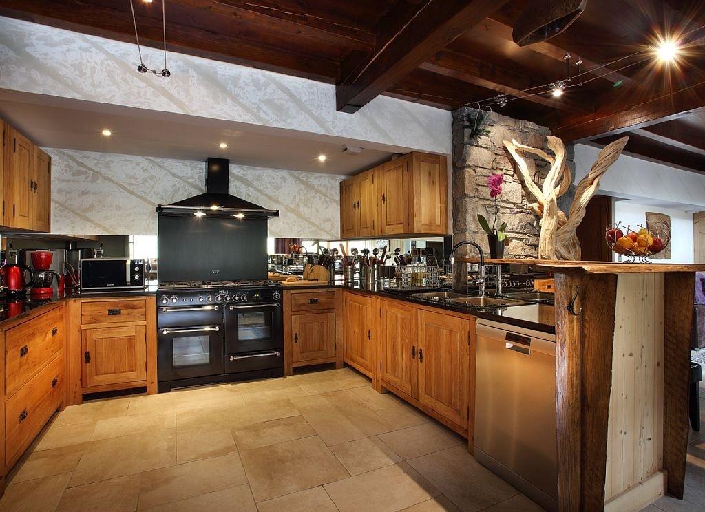 Les Menuires Luxury Rental Chalet Lanigrette Kitchen