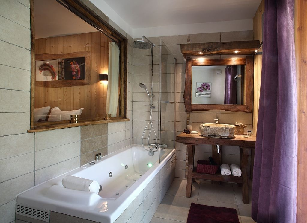 Les Menuires Luxury Rental Chalet Lanigrette Bathroom 2