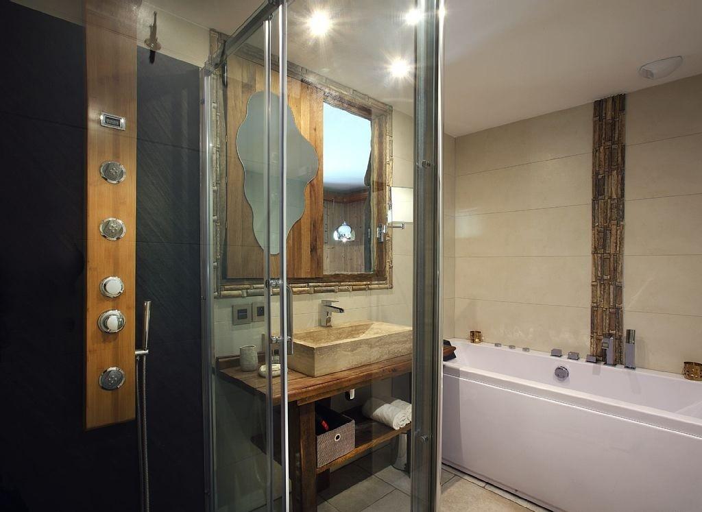 Les Menuires Luxury Rental Chalet Lanigrette Bathroom