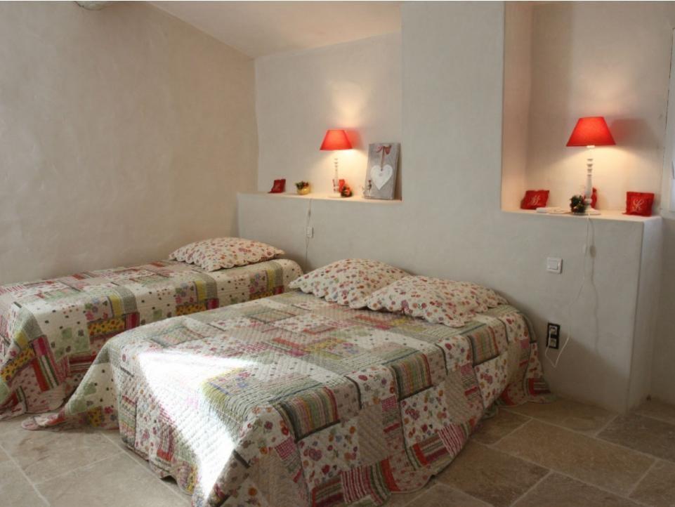 Luberon Luxury Rental Villa Limette Bedroom 2