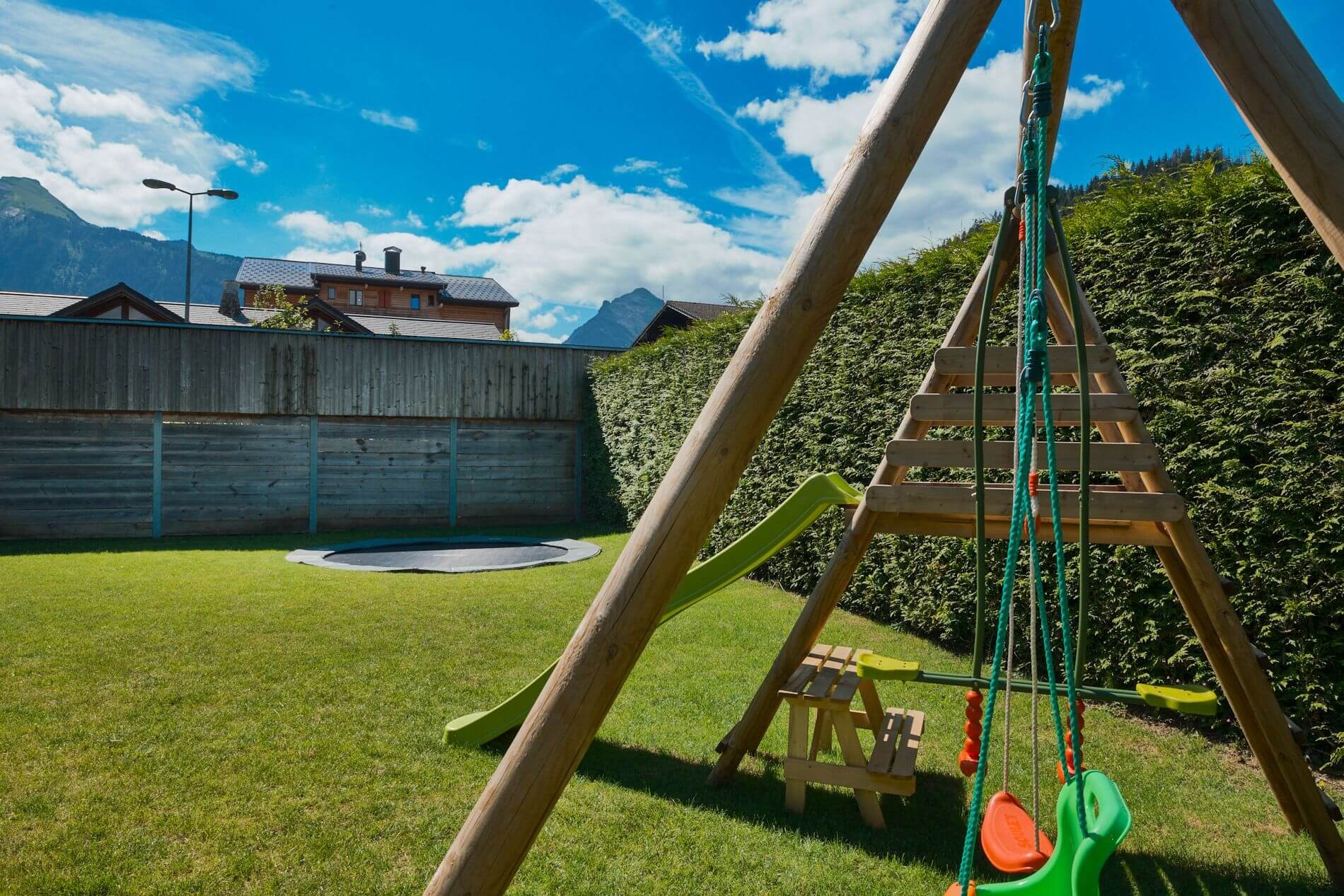 Morzine Location Appartement Luxe Merlio Jardin Commun 3