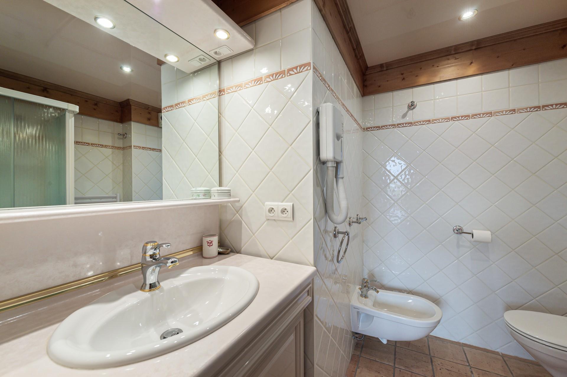 Saint Gervais Luxury Rental Chalet Galena Bathroom 3