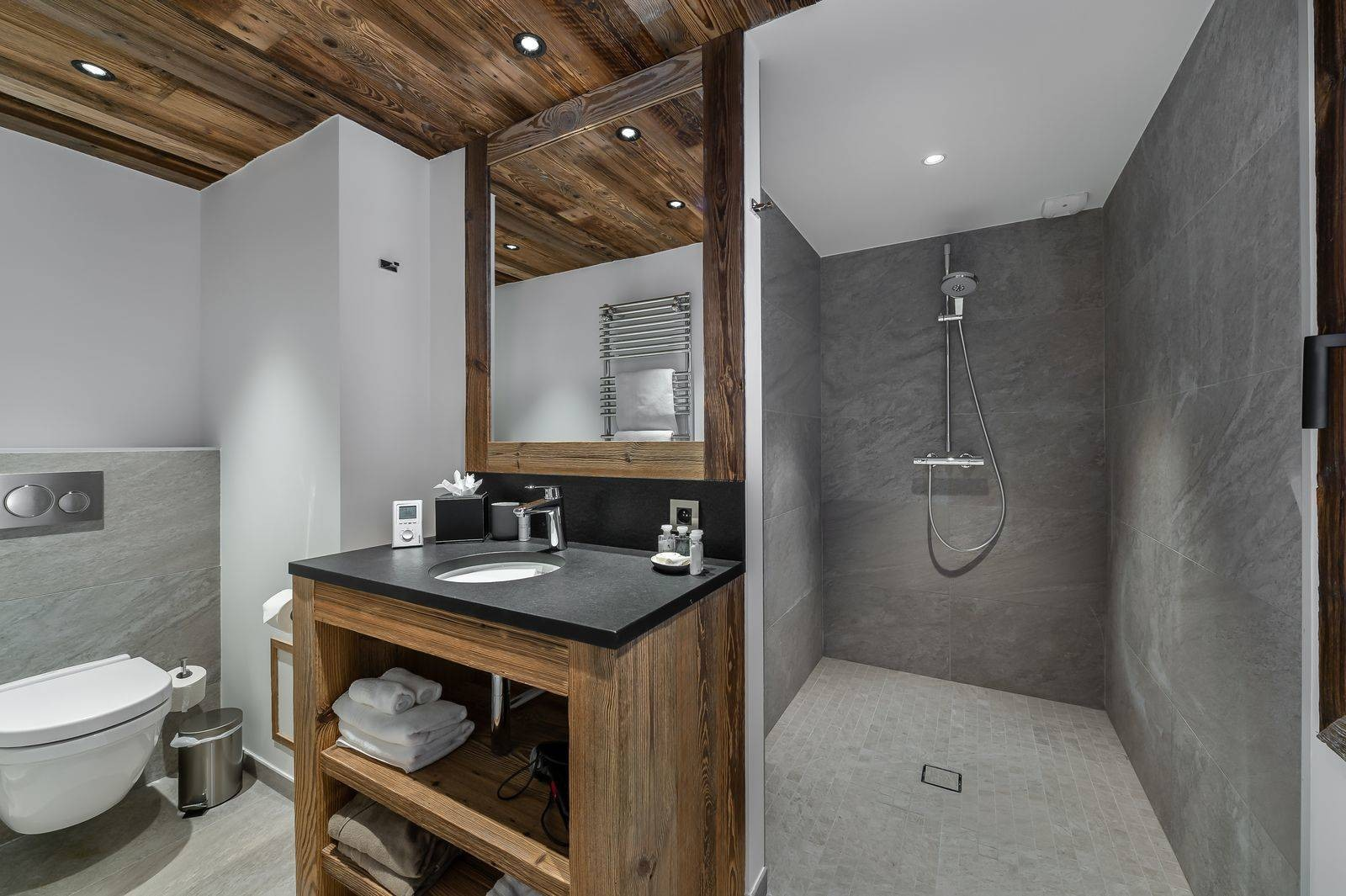Saint Martin De Belleville Luxury Rental Chalet Ipaliu Bathroom