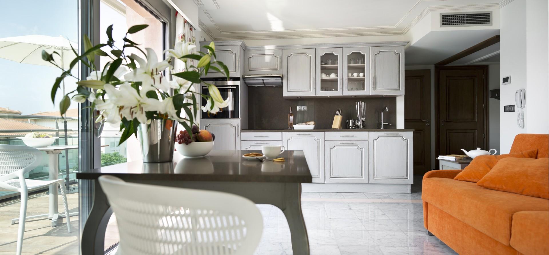 Saint Raphaël Location Appartement Luxe Séneçon Cuisine