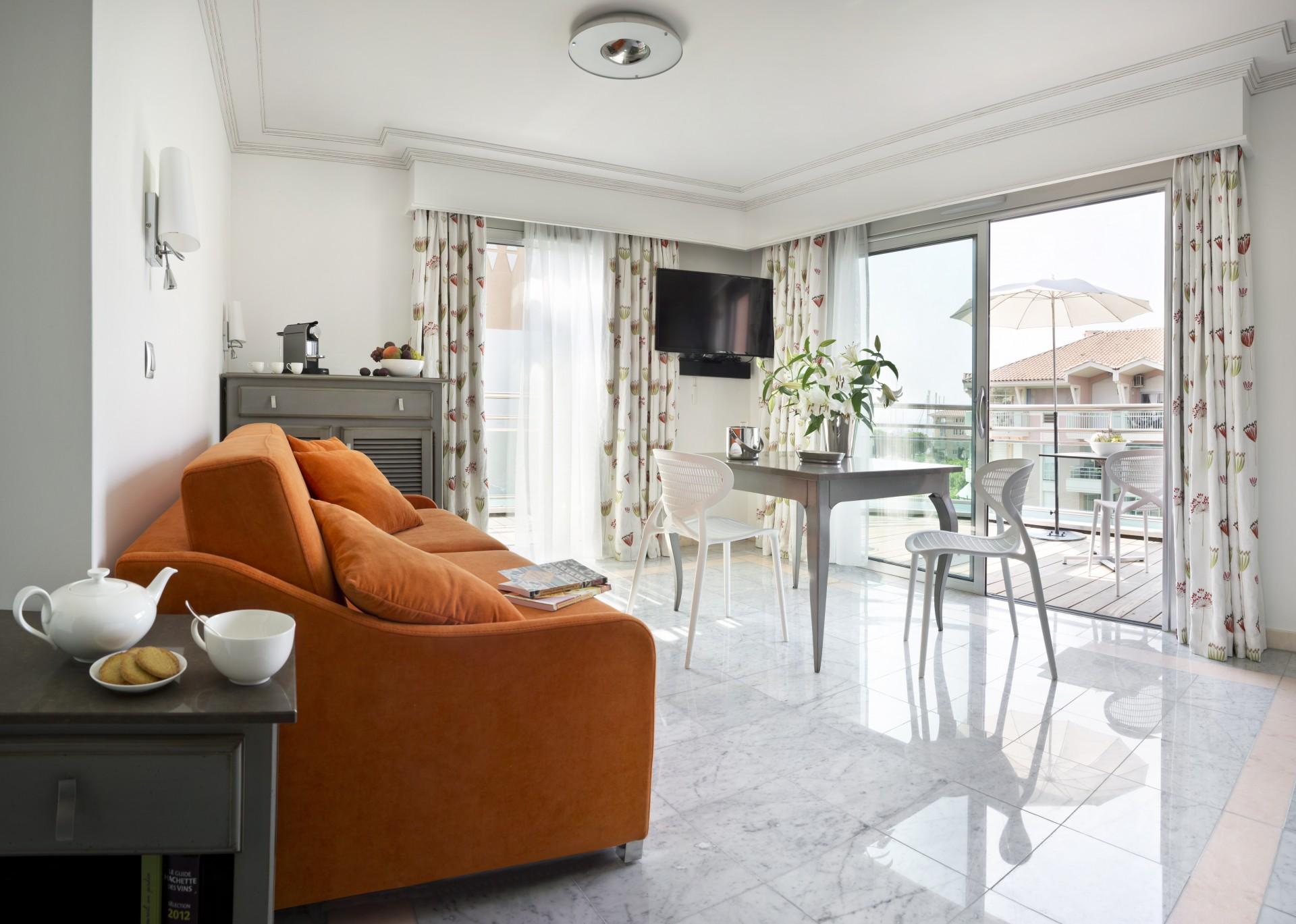 Saint Raphaël Location Appartement Luxe Séneçon Salon