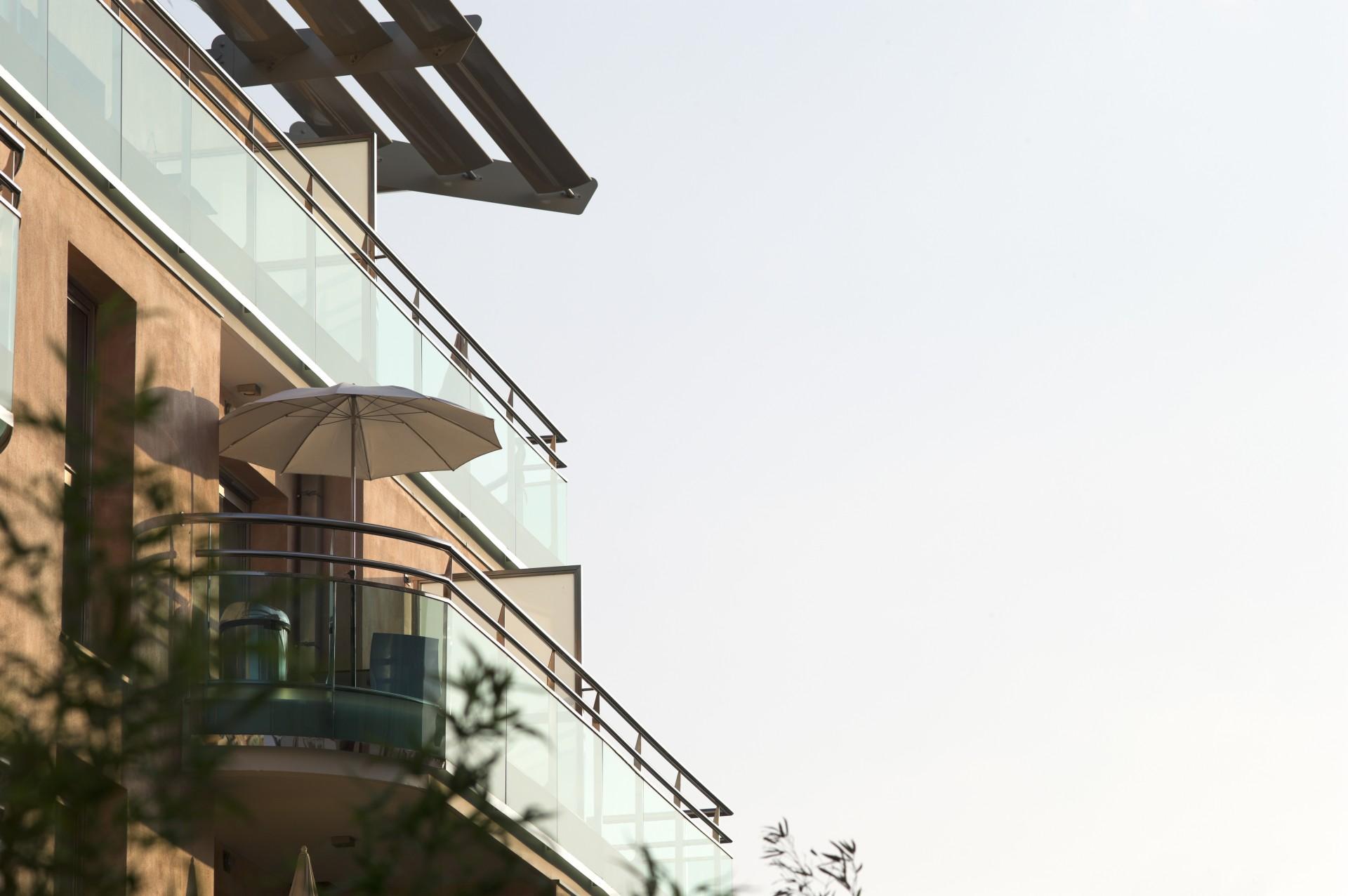 Saint Raphaël Location Appartement Dans Résidence Luxe Serratule Balcon