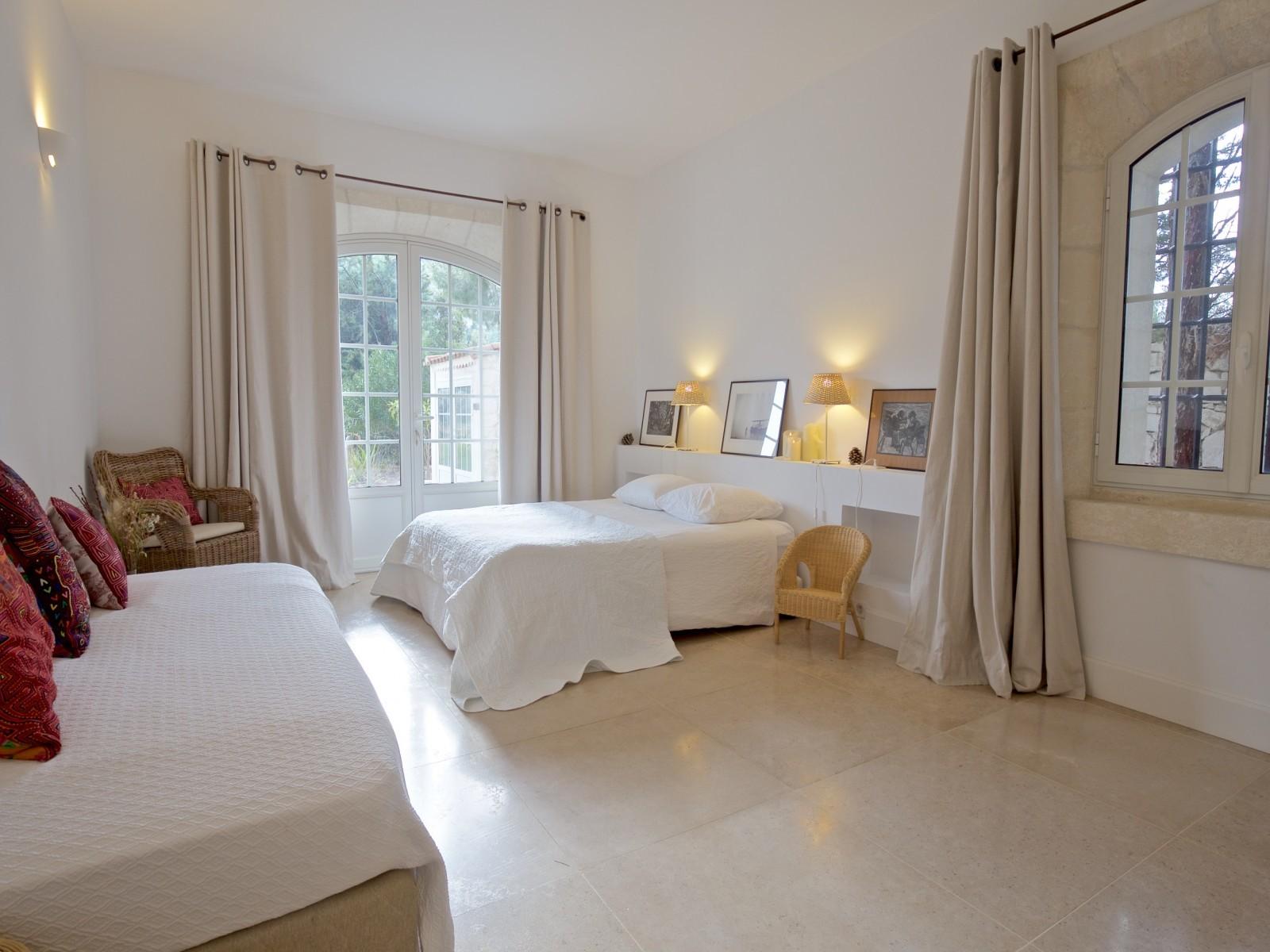 Saint Rémy De Provence Luxury Rental Villa Molduvite Bedroom