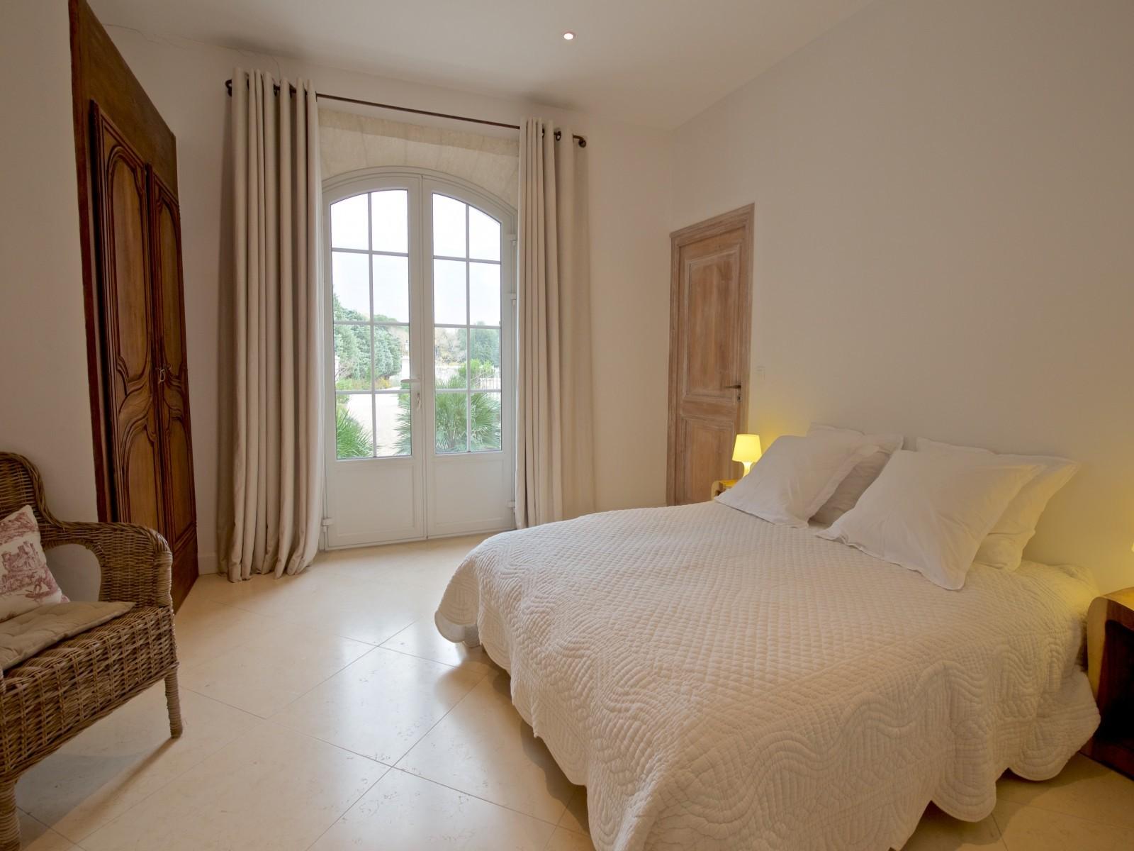 Saint Rémy De Provence Luxury Rental Villa Molduvite Bedroom 3
