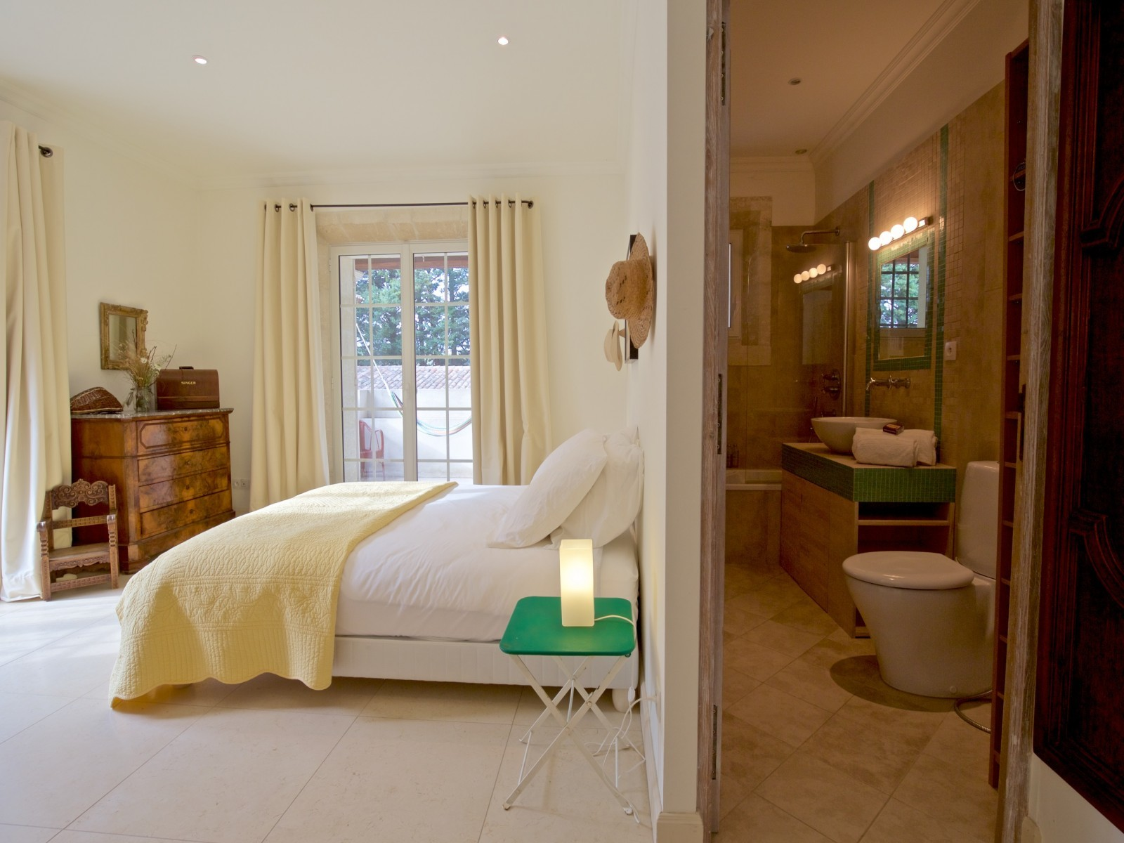 Saint Rémy De Provence Luxury Rental Villa Molduvite Ensuite Bedroom 2