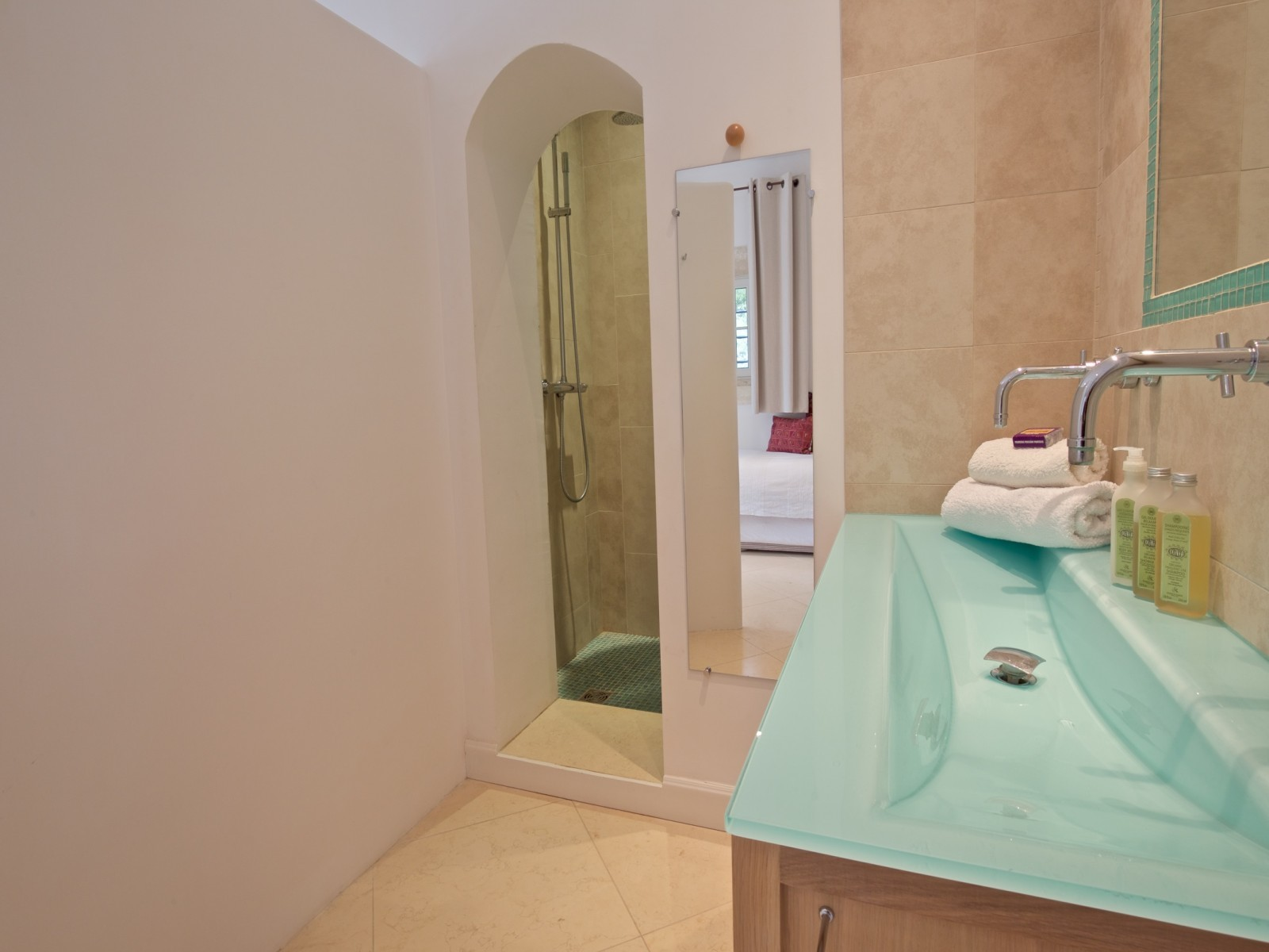 Saint Rémy De Provence Luxury Rental Villa Molduvite Bathroom 2